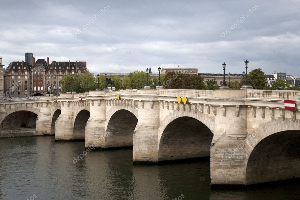 Pont Neuf Bridge over the River Seine, Paris, France — Stock Photo #6925625
