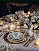 A decorated christmas dining table — Stockfoto
