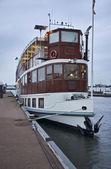 Holandia, amsterdam, Pływające restaurację w kanał — Zdjęcie stockowe