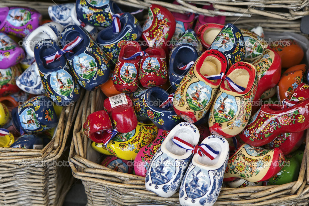 Artesanato Japoneses ~ Holland, Volendam (Amsterdam), typical dutch wooden shoes u2014 Stock Photo u00a9 agiampiccolo #7296189