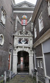 Holland, Amsterdam, the facade of a 1581 old house — Stock Photo