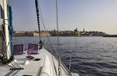 Malta Island, entering the port of Valletta on a sailing boat — Zdjęcie stockowe