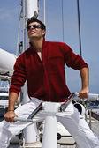 意大利,托斯卡纳,年轻水手帆船的船上使用 whinch — 图库照片