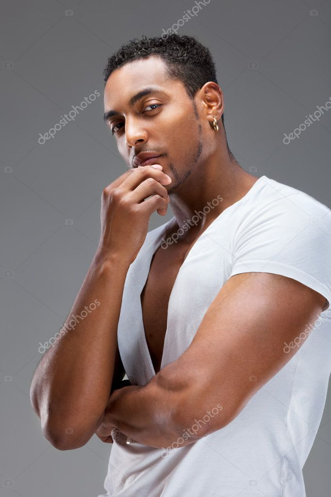 Portrait of a handsome muscular man against gray background — Stock Photo #7854626