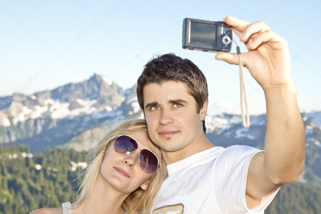 Portrait of a young happy couple together on the mount photographed themselves — Stock Photo #6852217