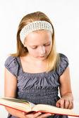 студент подросток девушка с книгой, изолированные на белом — Стоковое фото