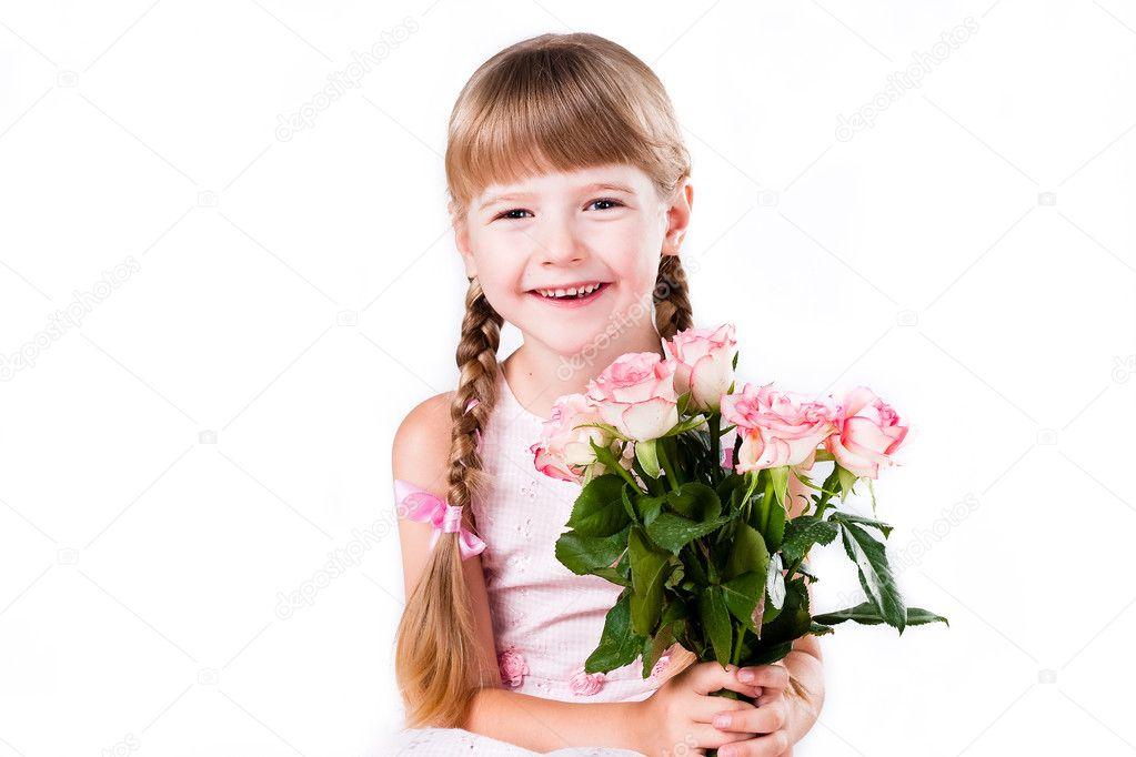 色背景上的可爱小女孩
