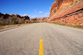 Desert Canyon Highway along Colorado River — Stock Photo