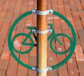 Bicycle Stand on Cobblestone Street in Philadelphia — Stockfoto
