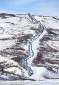 Oleoducto trans-alaska en la cordillera de alaska en primavera — Foto de Stock