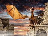 дракон на замок — Стоковое фото