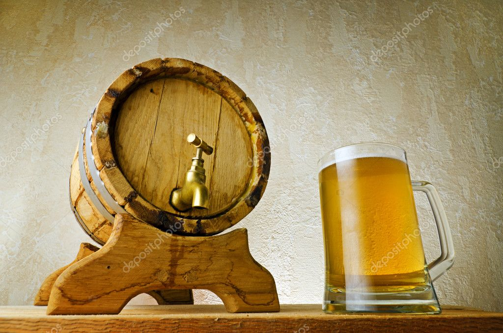 Beer and barrel on the wood table. — Stock Photo #7264397