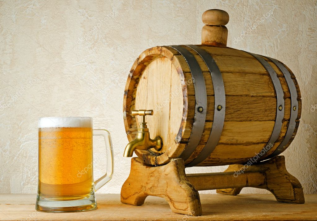 Beer and barrel on the wood table. — Stock Photo #7411620