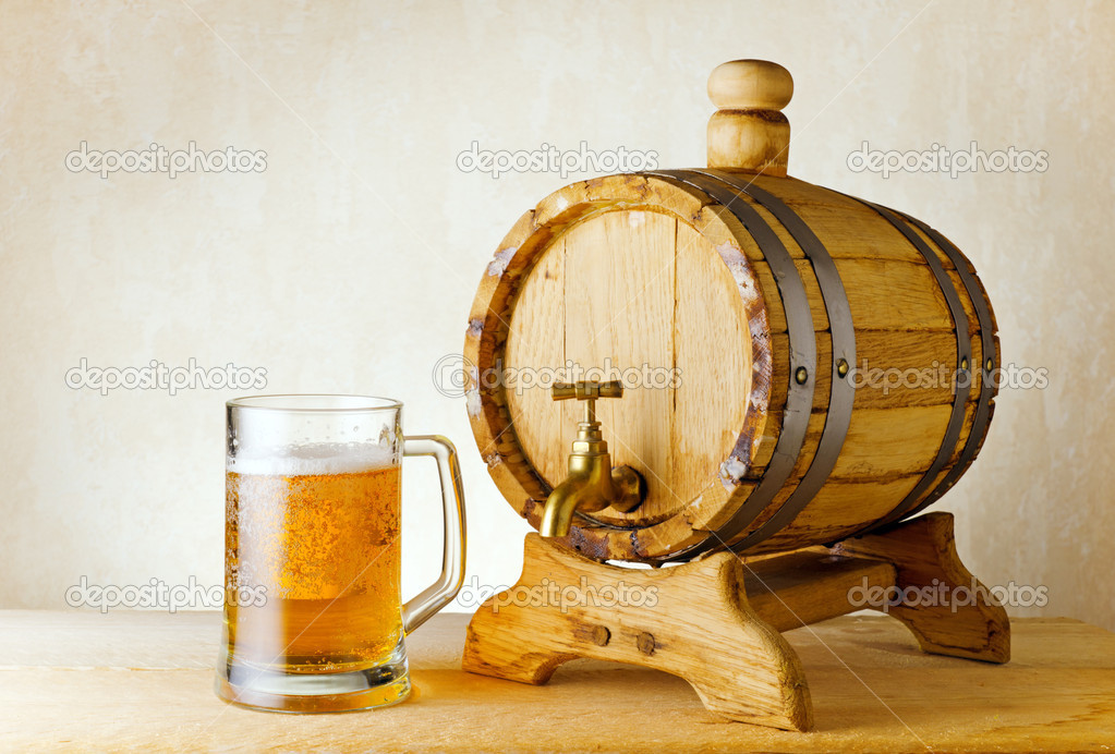 Beer and barrel on the wood table. — Stock Photo #7422705