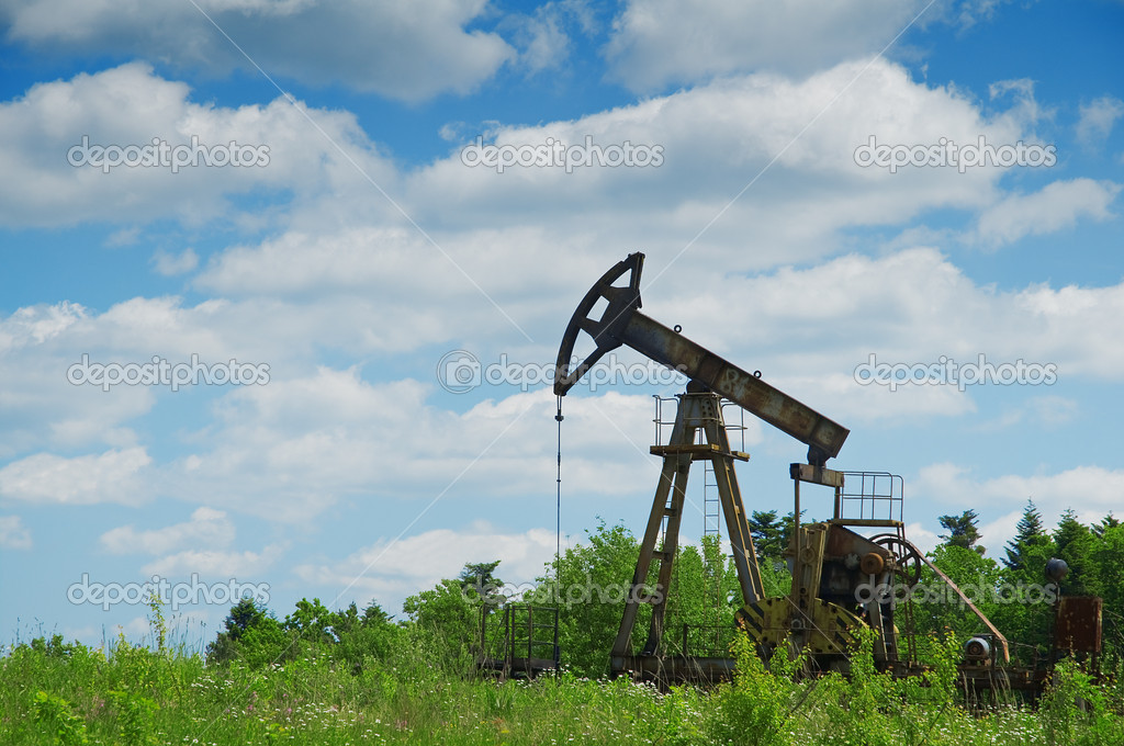 Oil pump and cloudy sky — Stock Photo #7188362