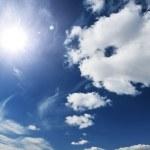 The blue sky and sun — Stock Photo