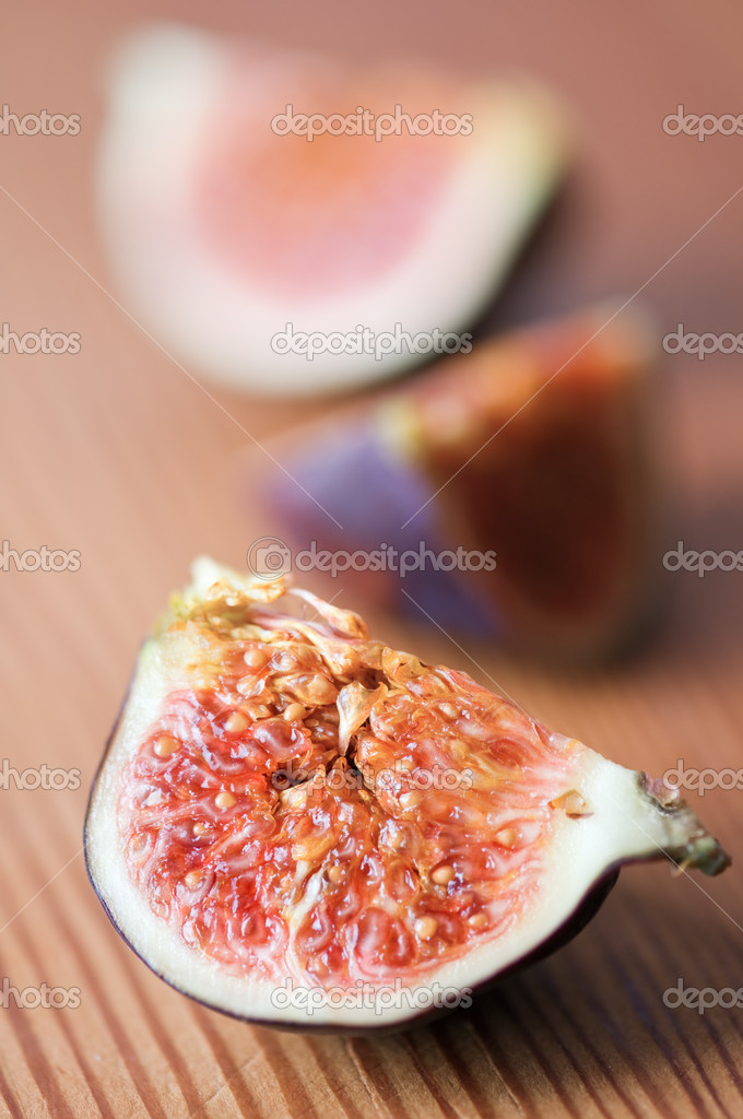 Fig on wood table closeup — Stock Photo #7824017