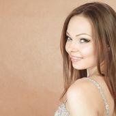 Usměvavá mladá žena — Stock fotografie