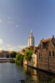 Vista do canal catedral de brugges — Foto Stock