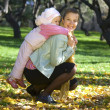 Foto Stock: Mother with baby in park