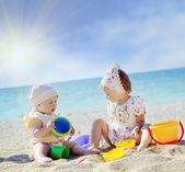 Children on beach — Fotografia Stock