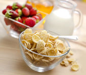 Cornflakes with fresh berries for breakfast — Stock Photo