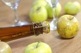 Apple and wine — Stock Photo