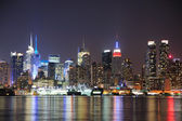 Skyline van new york city manhattan midtown nachts — Stockfoto