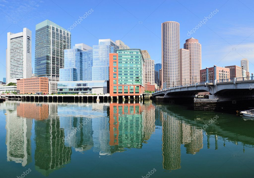 Boston waterfront with skyscrapers and bridge in the morning. — Stock Photo #7342028