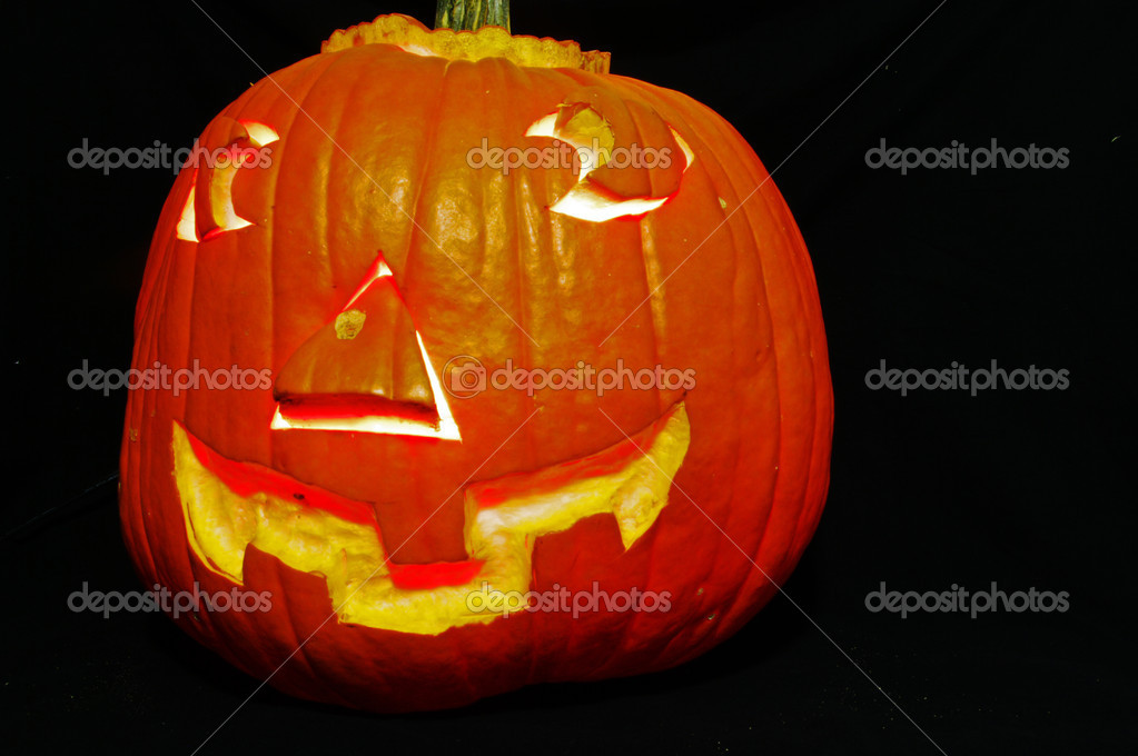 A pumpkin carved for Halloween as a Jack-O-Lantern — Stock Photo #7522395