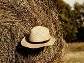 Straw hat on straw bales — Stock Photo