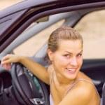mooi meisje portret met haar nieuwe voertuig — Stockfoto #6879405