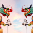 Duo dragons at lantern poles — Stock Photo
