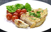 Chicken steak with a tomato salad — ストック写真