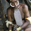 The man of a Papuan tribe in traditional clothes and coloring in — Foto de Stock