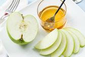 яблоки и мед для рош ха-шана — Стоковое фото