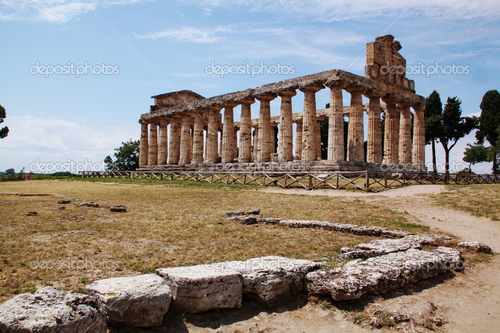 Ancient greek temple in Paestum, Italy — Stock Photo #6810687