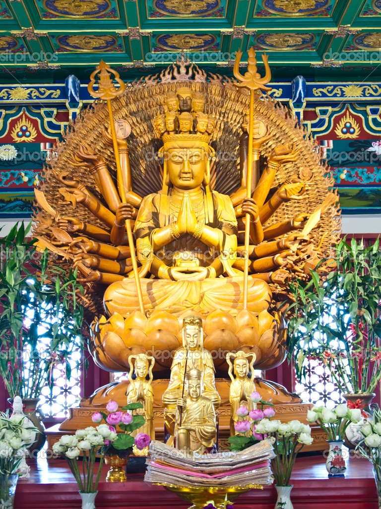 Guan Yin statue in Wat-Leng-Noei-Yi 2 at Bang-Bua-Thong, Nonthaburi, Thailand — Stock Photo #6799564