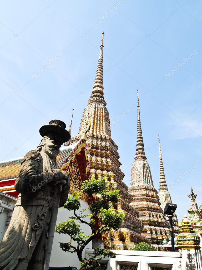 The stone Giant statue at Wat Pho, Bangkok - Thailand (vertical) — Stock Photo #6814881