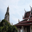 Pagoda and the Wat Arun (Temple of the Dawn) — Stock Photo