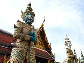 Statue two gaurd giant at Wat Phra Kaew , Bangkok — Stock Photo