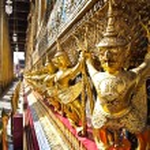 The Golden garuda statue Wat Phra Kaew , Bangkok — Stock Photo