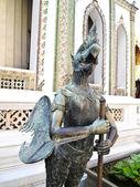 Estátua de garuda em wat phra kaew, banguecoque — Foto Stock