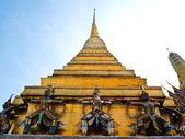 Statue gaurd at Pagoda of Wat Phra Kaew — Stock Photo