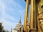 Wächter-statue im wat phra kaeo, bangkok — Stockfoto