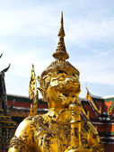 Golden Statue gaurd giant Wat Phra Kaew — Stock Photo