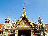 Statue 2 Giant gaurd at Wat Phra Kaew , Bangkok — Stock Photo
