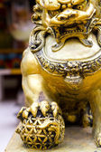 Gold lion statute — Stock Photo