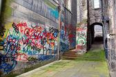 Back alley with graffiti, Edinburgh, Scotland — Stock Photo