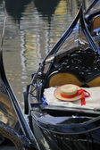 Gondolier's straw hat in boat, Venice — Stock Photo